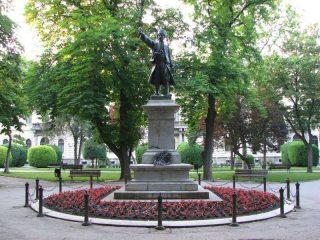 Spomenik knezu Milosu TOG Pozarevac (2)